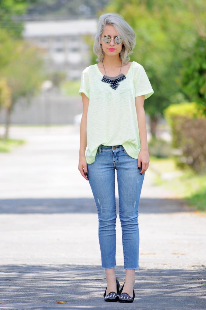 "Foto: Reprodução / <a href=""http://www.tudoorna.com/2012/11/07/look-jeans-neon/ "" target=""_blank""> Tudo Orna </a>"