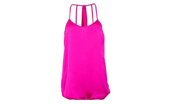 "Blusa em cetim rosa por R$49,90 na <a href=""http://www.dafiti.com.br/Blusa-Mercatto-Tiras-Rosa-1395482.html"" target=""_blank"">Dafiti</a>"