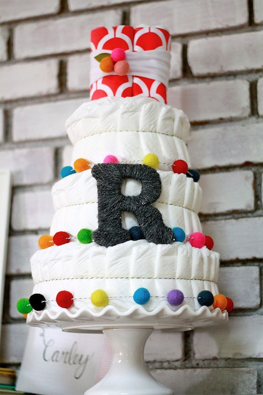 "Foto: Reprodução / <a href=""http://domesticcharm.blogspot.com.br/2013/06/diaper-cake-tutorial.html"" target=""_blank"">Domestic Charm</a>"