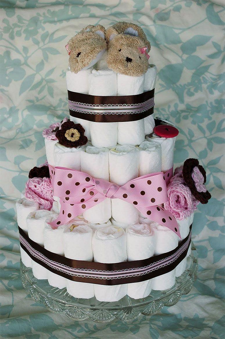 """Foto: Reprodução / <a href=""""http://allicrafts.blogspot.com.br/2011/04/how-to-make-diaper-cake.html"""" target=""""_blank"""">Alli Crafts</a"""