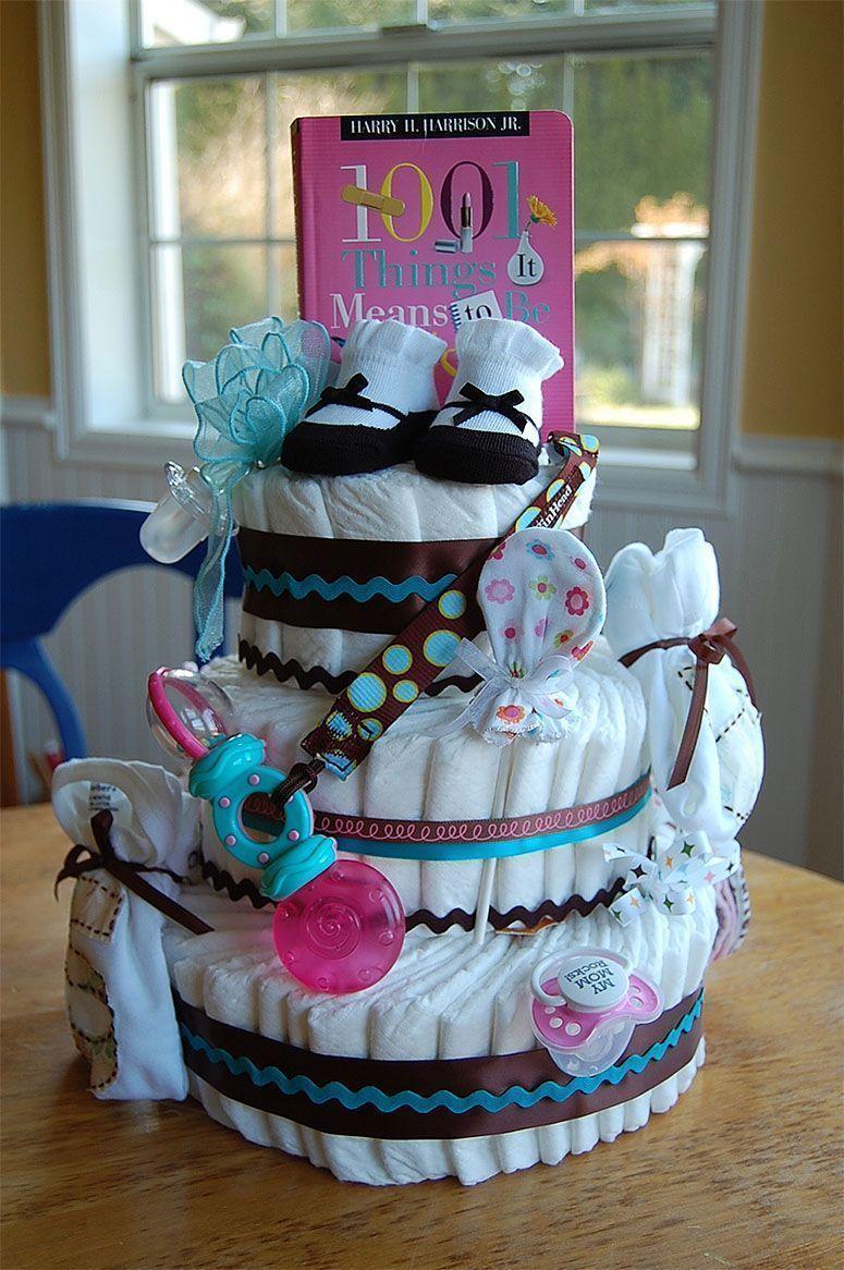 """Foto: Reprodução / <a href=""""http://saltboxinthecountry.blogspot.com.br/2011/05/how-to-make-baby-diaper-cake.html"""" target=""""_blank"""">Saltbox Treasures</a>"""