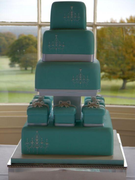 "Foto: Reprodução / <a href=""http://marie-antoinette-cakes.blogspot.com.br/2012/10/beautiful-tiffany-blue-wedding-cake.html"" target=""_blank"">Marie Antoinette</a>"