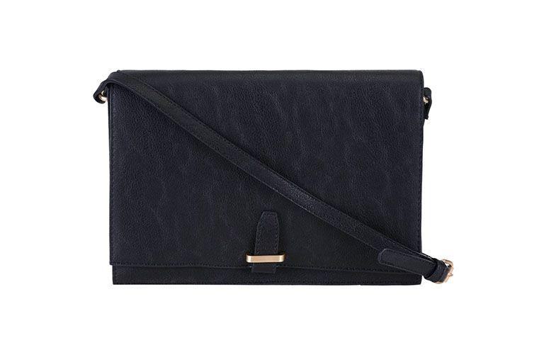 """Bolsa inspired modelo Chain Louise por R$99,90 na <a href=""""http://www.lojasrenner.com.br/p/bolsa-transversal-feminina-com-lapela-536695429-536695437"""" target=""""blank_"""">Renner</a>"""