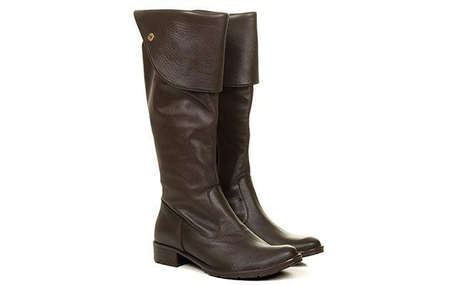 "Bota de montaria marrom por R$379,90 na <a href=""http://www.taquilla.com.br/bota-over-the-knee-marrom-taquilla.html"" target=""blank_"">Taquilla</a>"