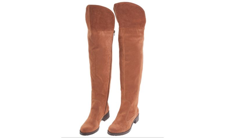 "Bota Market 33 over the knee camurça - marrom por R$ 399,00 na <a href=""http://www.oqvestir.com.br/bota-market-33-over-the-knee-camurca-marrom-57831.aspx/p"" target=""blank_"">OQ Vestir</a>"