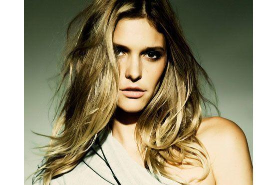 O desfiado garante o movimento dos cabelos longos como os da apresentadora.
