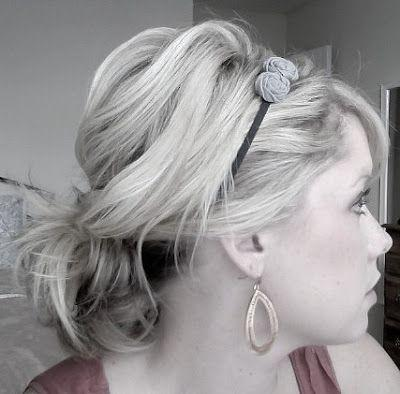 """Foto: Reprodução / <a href=""""http://www.thesmallthingsblog.com/2011/08/how-to-wear-headband-with-ponytail-in/"""" target=""""_blank"""">The Small Things</a>"""