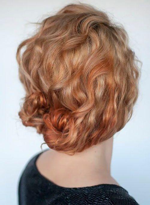 """Foto: Reprodução / <a href=""""www.hairromance.com/2014/06/hairstyle-tutorial-for-curly-hair-the-double-bun.htmlb"""" target=""""_blank"""">Jair Romance</a>"""