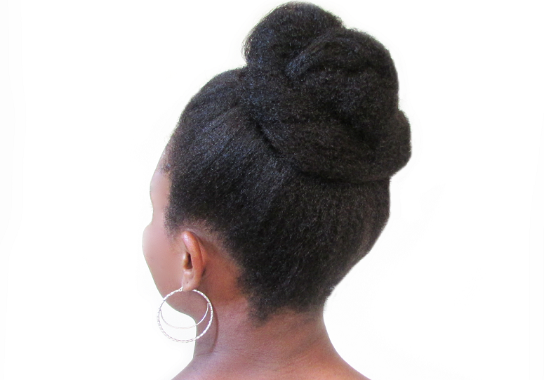 "Foto: Reprodução / <a href=""http://www.savingourstrands.com/2015/03/top-knot-for-natural-hair-washdayexperience.html"" target=""_blank"">Saving our Strands</a>"