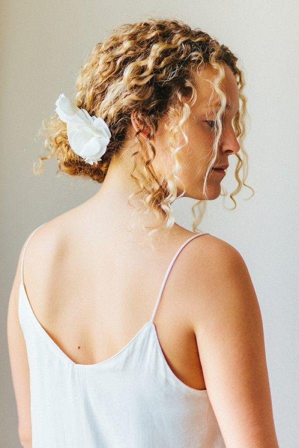 "Foto: Reprodução / <a href=""http://goldfishkiss.com/post/108966727856/hair-knot-french-braid-knot-hawk"" target=""_blank"">Belle & Chic</a>"