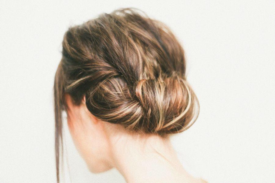 "Foto: Reprodução / <a href=""http://treasuresandtravelsblog.com/blog/2012/12/7/hair-tutorial-looks-like-i-spent-a-long-time-on-my-hair-roll.html"" target=""_blank"">Treasures & Travels</a>"