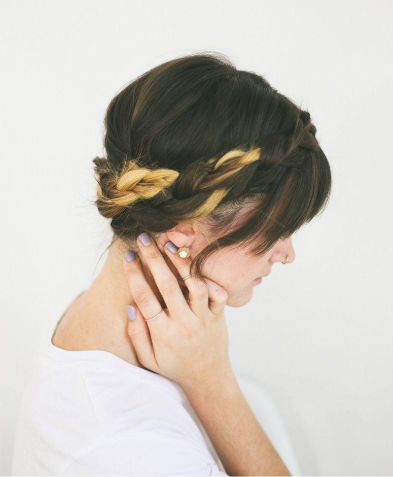 "Foto: Reprodução / <a href=""http://treasuresandtravelsblog.com/blog/2013/10/30/hair-tutorial-braided-crown"" target=""_blank"">Treasures & Travels</a>"