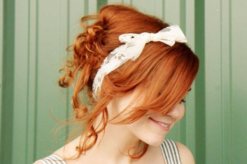 "Foto: Reprodução / <a href=""http://www.abeautifulmess.com/2011/07/diy-curls-how-to-rag-roll-your-hair-.html"" target=""_blank"">A Beautiful Mess</a>"