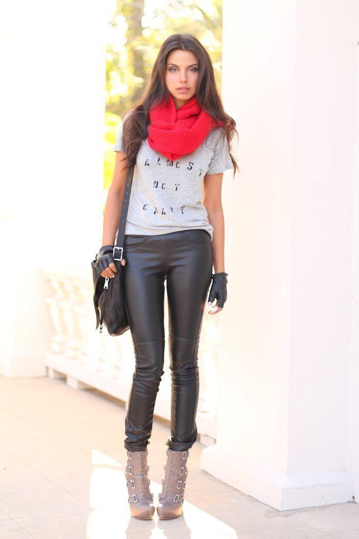 "Foto: Reprodução / <a href=""http://vivaluxury.blogspot.com.br/2011/12/im-almost-not-crazy-stylemint-t-shirt.html"" target=""_blank"">Viva Luxury</a>"