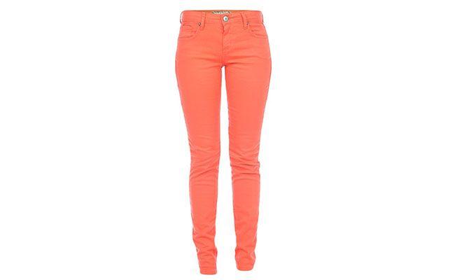 "Calça laranja Sommer por R$170,10 na <a href=""http://www.glamour.com.br/calca-sommer-juli-sarja-tint-laranja-acacia-172430/p"" target=""blank_"">Glamour</a>"