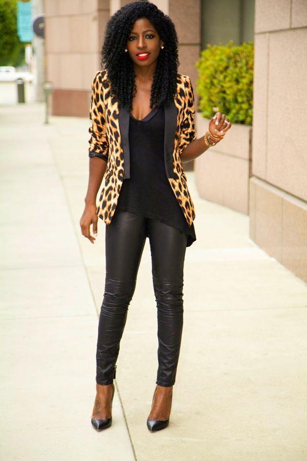 "Foto: Reprodução / <a href=""http://stylepantry.com/2013/09/23/leopard-print-blazer-tank-leather-moto-pants/"" target=""_blank"">Style Pantry</a>"