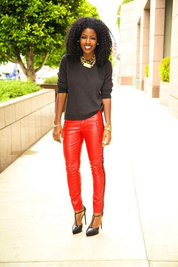"Foto: Reprodução / <a href=""http://stylepantry.com/2013/04/30/crew-neck-sweather-shirt-tuxedo-leather-pants/"" target=""_blank"">Style Pantry</a>"