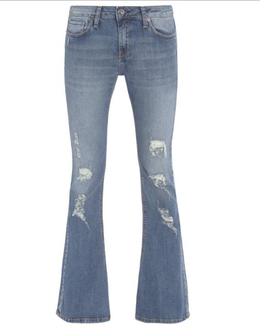"""Calça flare jeans por R$159,80 na <a href=""""http://www.shop2gether.com.br/calca-cameron-flare.html"""" target=""""blank_"""">Shop2gether</a>"""