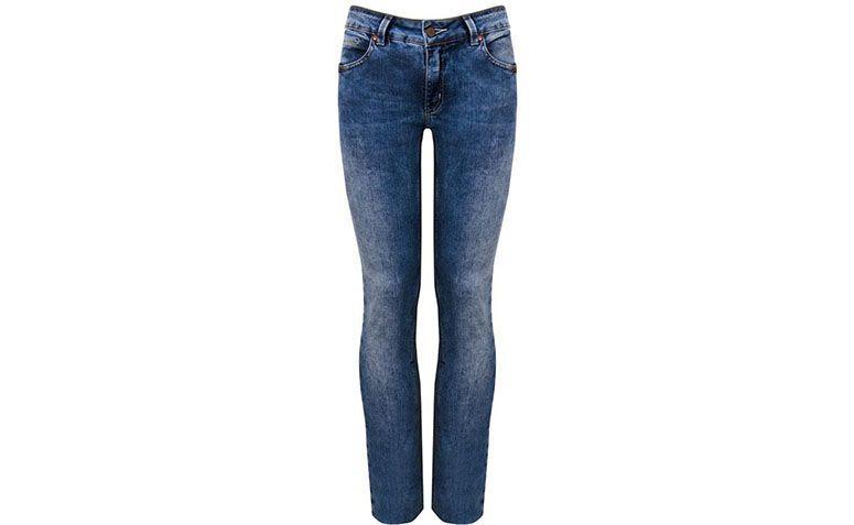 """Calça jeans reta Cantão por R$239,20 na <a href=""""http://www.capitollium.com.br/produto/calca-cigarrete-reta-stonada-jeans-147330?atributo=158:jeans"""" target=""""blank_"""">Capitollium</a>"""