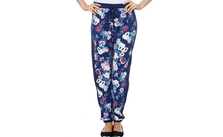 """Calça saruel floral por R$49,99 na <a href=""""http://www.marisa.com.br/produto/calca-feminina-com-estampa-floral/125412"""" target=""""_blank"""">Marisa</a>"""