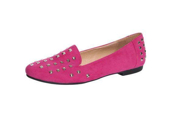 Os slippers também não serão descartados da moda e, assim como o modelo da Rosie, serão apresentados em versões coloridas e com spikes ou tachas.