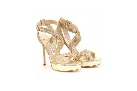 Os sapatos com tiras e os brilhos serão tendência no verão de 2013. O modelo Jimmy Choo é inspiração para quem quer brilhar na próxima estação.