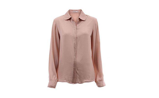 """Camisa com cristais por R$119,99 na <a href=""""http://www.passarela.com.br/feminino/produto/6400397113/Blusa-Carol-Muller-Kmcam18---Rosa/"""" target=""""_blank""""> Passarela</a>"""