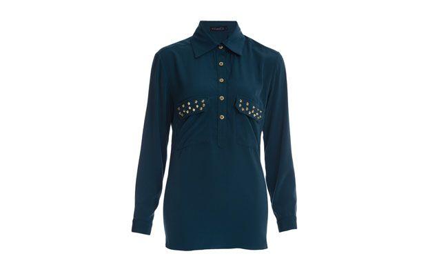 "Camisa com spikes por R$149,00 na <a href=""http://goo.gl/flpYhh"" target=""_blank""> Farfetch</a>"