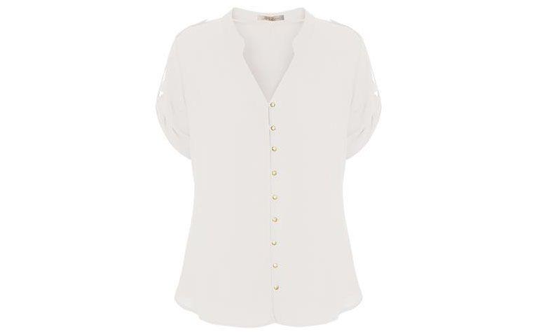 "Camisa branca Lz Club por R$259 na <a href=""http://www.capitollium.com.br/produto/camisa-crepe-botoes-em-metal-m-c--off-white-148086?atributo=158:off%20white"" target=""blank_"">Capitollium</a>"