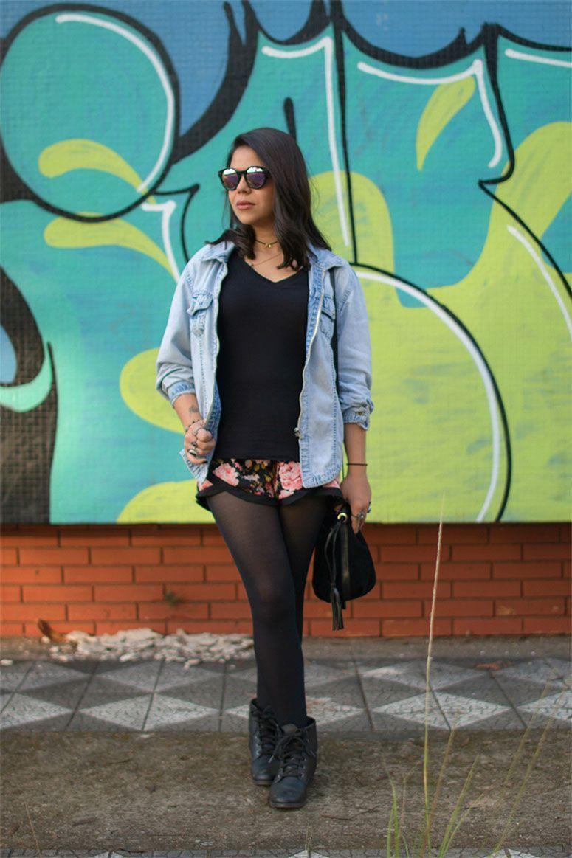 """Foto: Reprodução / <a href=""""http://catzzz.com.br/2015/04/27/look-do-dia-short-floral-camisa-jeans/"""" target=""""_blank"""">Catzzz</a>"""