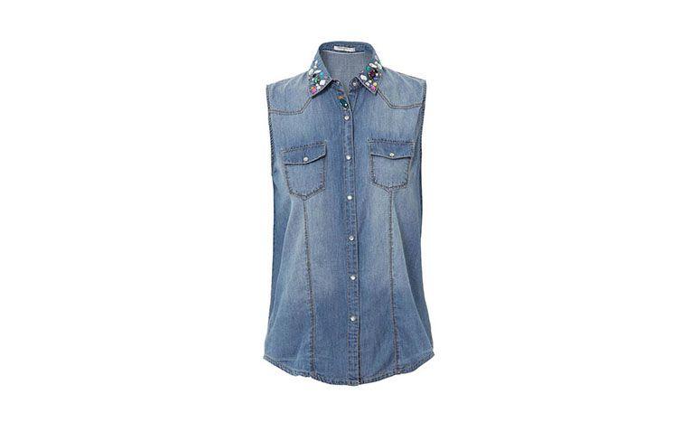 """Camisa jeans com pedrarias Mooncity por R$59,99 na <a href=""""http://www.passarela.com.br/passarela/produto/camisa-jeans-c-pedrarias-mooncity-210207a-jeans-6400842764-0"""" target=""""blank_"""">Passarela</a>"""