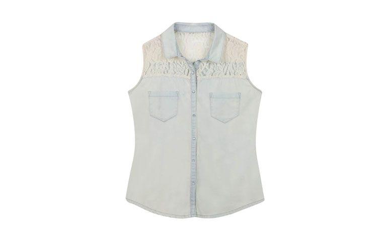 """Camisa jeans com aplicação em renda por R$89,90 na <a href=""""http://www.riachuelo.com.br/produto/outono-inverno/pool/feminino/camisas/camisa/4357"""" target=""""blank_"""">Riachuelo</a>"""