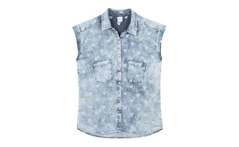 """Camisa jeans estampada por R$79,90 na <a href=""""http://www.riachuelo.com.br/produto/pool/feminino/camisas/camisa/4851"""" target=""""blank_"""">Riachuelo</a>"""