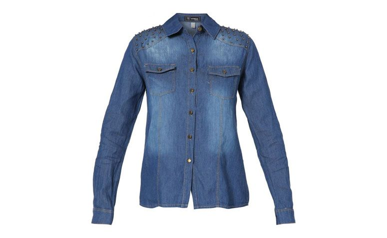 """Camisa jeans com aplicação em metal por R$124,90 na <a href=""""http://www.kanui.com.br/camisa-kanui-clothing--co-jeans-metais-180967.html"""" target=""""blank_"""">Kanui</a>"""