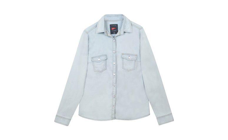"""Camisa jeans clara por R$69,90 na <a href=""""http://www.riachuelo.com.br/produto/pool/feminino/camisas/camisa/4875"""" target=""""blank_"""">Riachuelo</a>"""