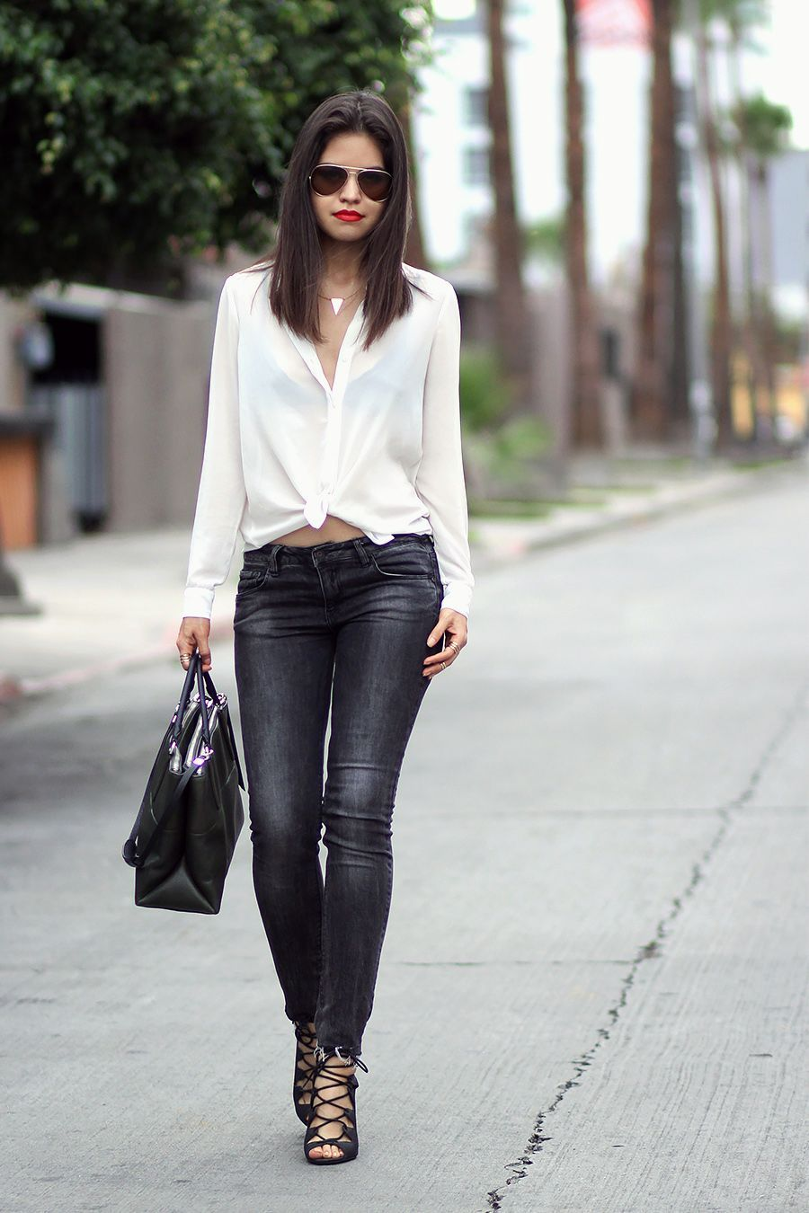 "Foto: Reprodução / <a href=""http://fake-leather.com/shirt-jeans-red-lips/"" target=""_blank"">Fake-Leather</a>"