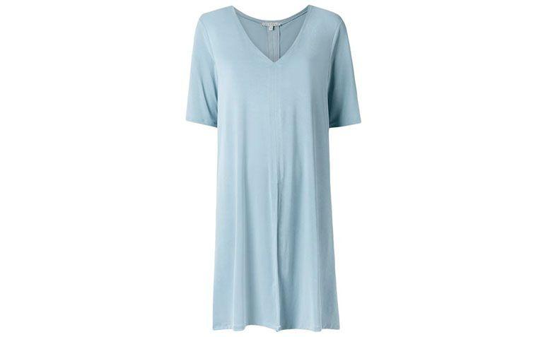 "Blusa alongada com fenda por R$540,00 na <a href=""http://ad.zanox.com/ppc/?29469493C40749417&ULP=[[https://www.farfetch.com/br/shopping/women/alcacuz-blusa-alongada-com-fenda-item-11613877.aspx?storeid=9520&from=search&ffref=lp_pic_2_3_?utm_source=zanox&utm_medium=link&utm_campaign=deeplink_generator]]"" rel=""nofollow"" target=""blank_"">Farfetch</a>"