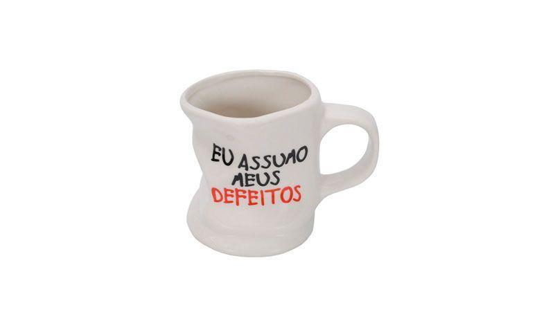 """Caneca """"eu assumo meus defeitos"""" por R$13,80 na <a href=""""http://www.casajoka.com.br/caneca-eu-assumo-meus-defeitos-casa-ambiente-6526/p"""" target=""""blank_"""">Casa Joka</a>"""
