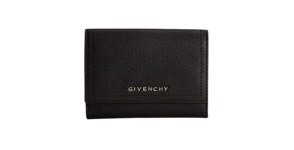 <p>Carteira preta básica – Givenchy por US$455 na Loja Barneys. </p>
