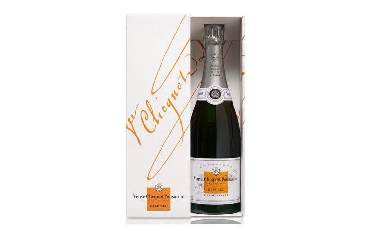 "Champagne Veuve Clicquot Demi-Sec por R$369,90 na <a href=""http://www.casadabebida.com.br/champagne/champagne-veuve-clicquot-demi-sec/"" target=""blank_"">Casa da Bebida</a>"