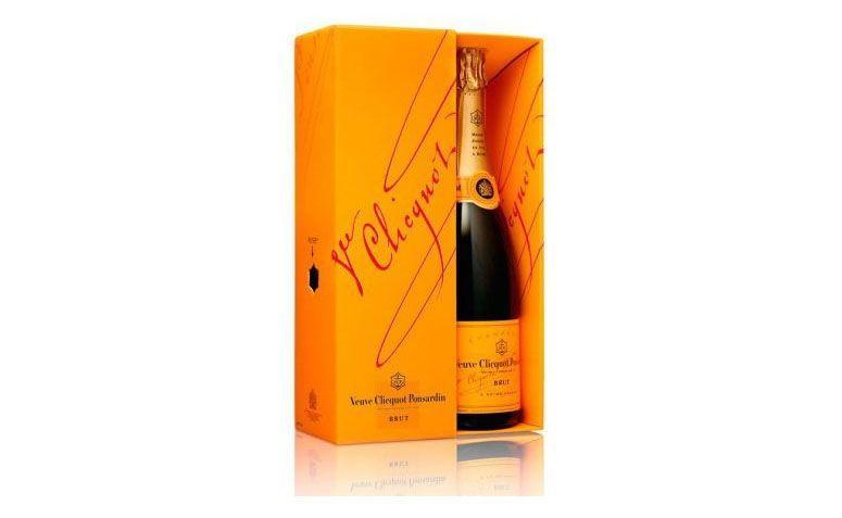 """Champagne Veuve Clicquot Brut por R$349,90 na <a href=""""http://www.casadabebida.com.br/champagne/veuve-clicquot-brut-com-cartucho/"""" target=""""blank_"""">Casa da Bebida</a>"""