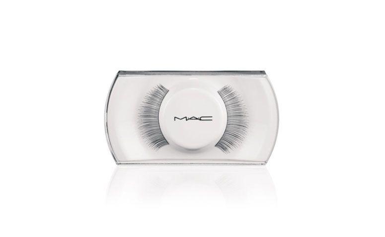 """Cílios Postiços MAC 21 Lash por R$ 59,00 na <a href=""""http://www.sephora.com.br/mac/maquiagem/olhos/cilios-posticos-mac-21-lash-7515"""" target=""""_blank"""">Sephora</a>"""