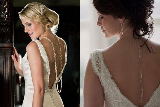 Noivas com colar nas costas