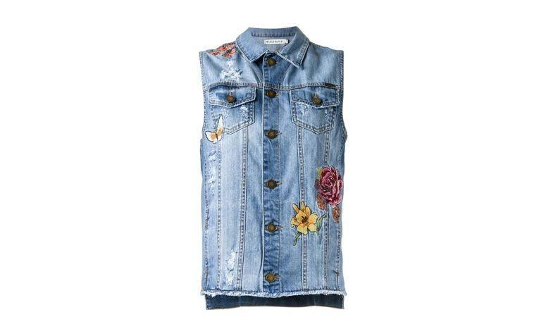 "Colete jeans por R$939,90 na <a href=""https://www.farfetch.com/br/shopping/women/le-lis-blanc-colete-jeans-com-bordado-item-11748831.aspx?utm_source=1575104&utm_medium=affiliate&utm_campaign=zanoxbr&utm_content=deeplink"" rel=""nofollow"" target=""blank_"">Farfetch</a>"