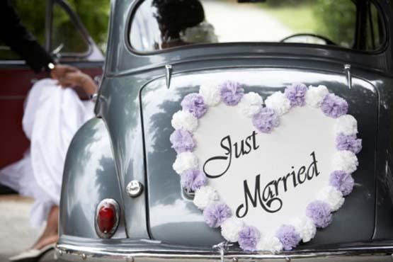Simples e romântico, o enfeite deu charme ao carro dos noivos