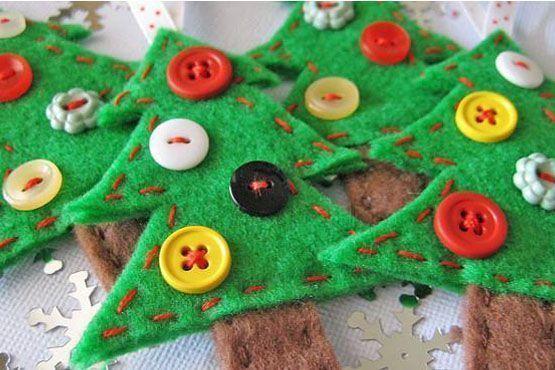 Enfeites de árvore com feltro e botões