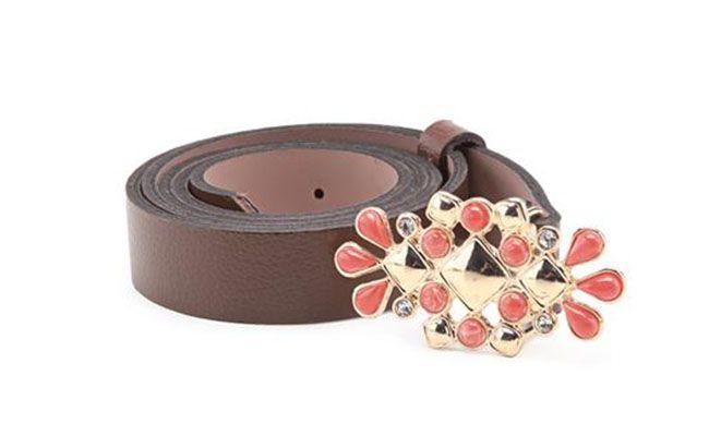 tali pinggang coklat dengan buckle salmon untuk $ 59.99 pada Anita