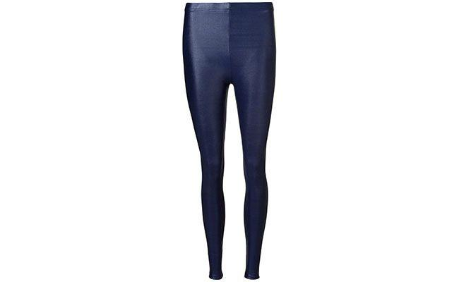 "Legging azul Lucy in the sky por R$103,20 na <a href=""http://www.farfetch.com/br/shopping/women/lucy-in-the-sky-legging-azul-item-10715352.aspx?storeid=9609&ffref=lp_2_"" target=""blank_"">Farfetch</a>"