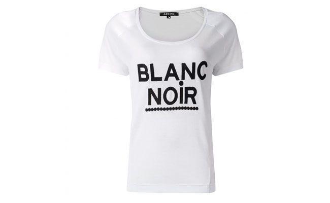 "T-shirt branca por R$39,90 na <a href=""http://amaro.com/t-shirt-blanc-noir-422.aspx/p?sku=1018001204"" target=""blank_"">Amaro</a>"