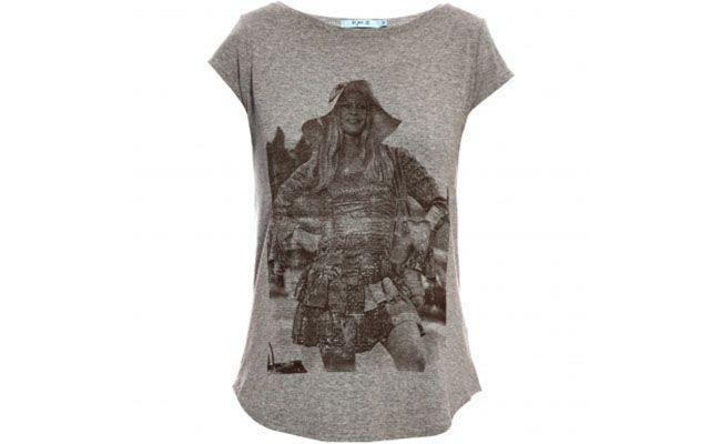 T-shirt cinza Lili Jane por R$115 na <a href="http://www.stylemarket.com.br/t-shirt-silk-brigitte-bardot-lili-jane---3401" target="blank_">Style Market</a>
